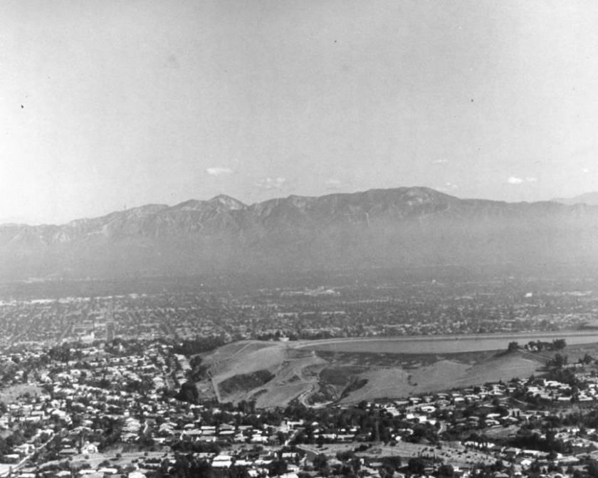 洛杉矶独特的地理环境造成雾霾难以消散